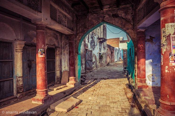 A street in Vrindavan