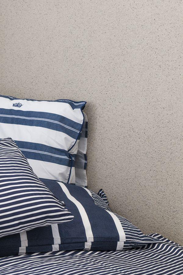 Merellinen makuuhuone ja Tunto Kivi -pinnoitteella tehty efektiseinä.