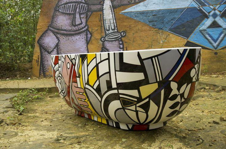 Wanna Ravon Modern ozdobiona modernistyczną grafiką Roy'a Lichtensteina, nowojorskiego malarza i grafika tworzącego w stylu pop-art.