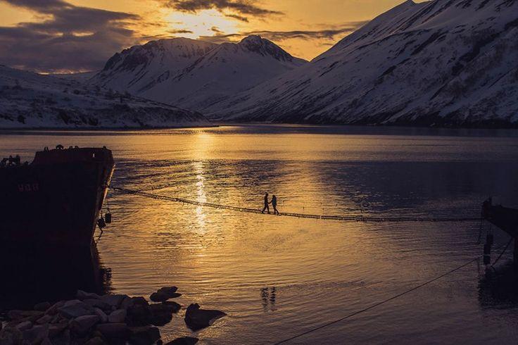 Kamchatka, Rusia - 20 espectaculares fotos de parejas enamoradas en paisajes que parecen de cuento de hadas | Notas | La Bioguía