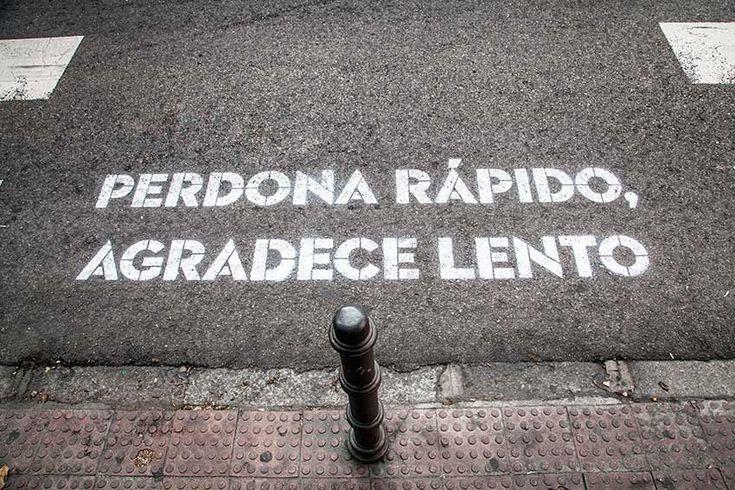 Madrid, te comería a versos. Genial idea para entretener el tiempo en los semáforos de Madrid.
