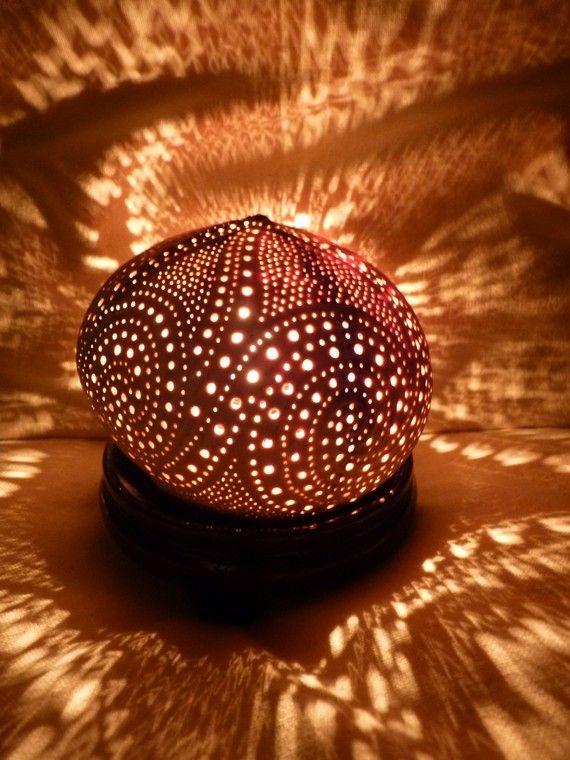 Lampe d'ambiance féerique en noix de coco sculptée  VENDUE (sold)