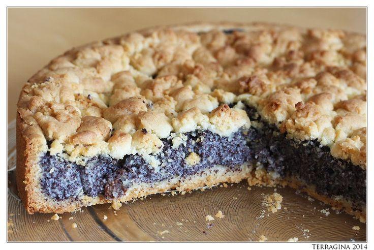 Samstag ist Kuchenzeit im Hause Terragina. Manchmal auch Tortenzeit. Für den vergangenen Samstag aber habe ich mir einen Mohn-Pudding-Kuchen ausgeguckt, den ich Euch uneingeschränkt empfe…