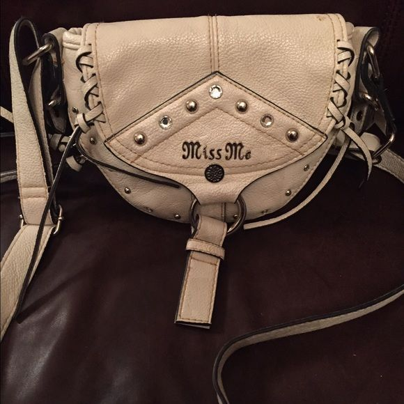 Miss Me hipster purse Cute Miss Me hipster purse. Expandable zipper on bottom. Bone color Miss Me Bags Crossbody Bags