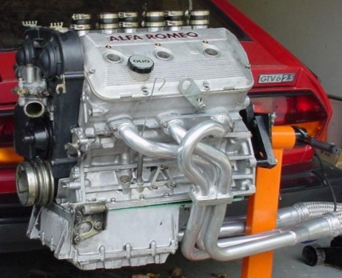 Alfa V6 Engine With CSC style headers Auto & Moto
