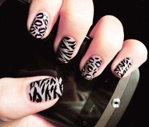 Nails, nude, uñas decoradas