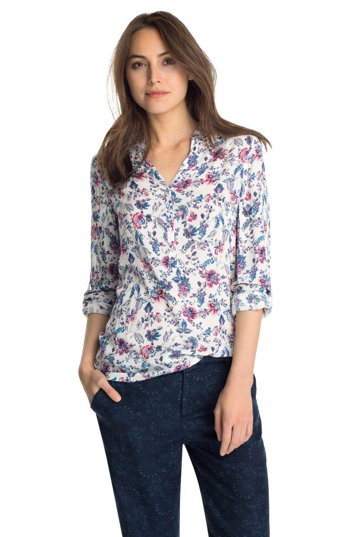 Espritiltä puseroita ihanissa kevään väreissä, kukallisena ja yksivärisenä alkaen 39,99 €. Esprit, 2. krs.