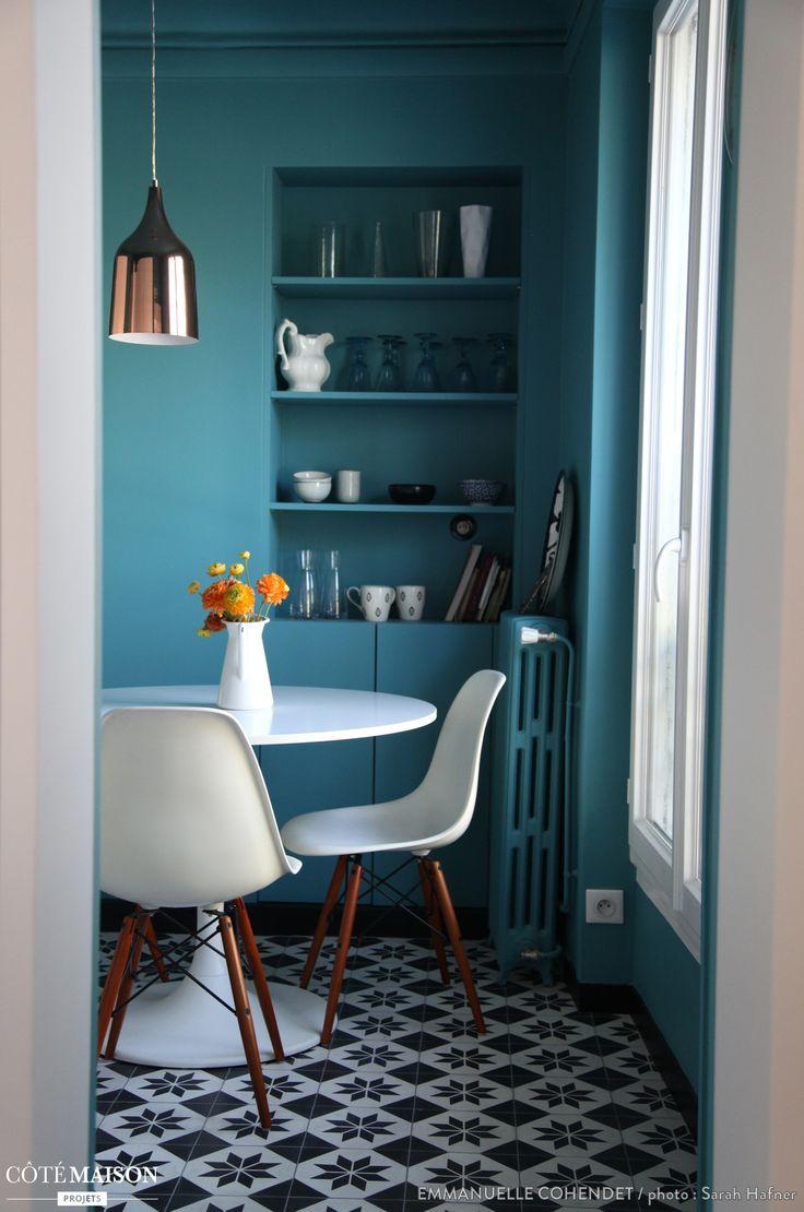 Et si on abandonnait les portes pour avoir des couleurs en cuisine et qu'on investissait les murs ? Plus graphique, plus chic. Je dis oui !