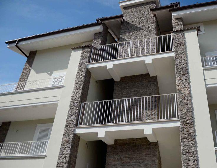 Oltre 25 fantastiche idee su grigio pareti esterne casa su - Colori case esterne ...