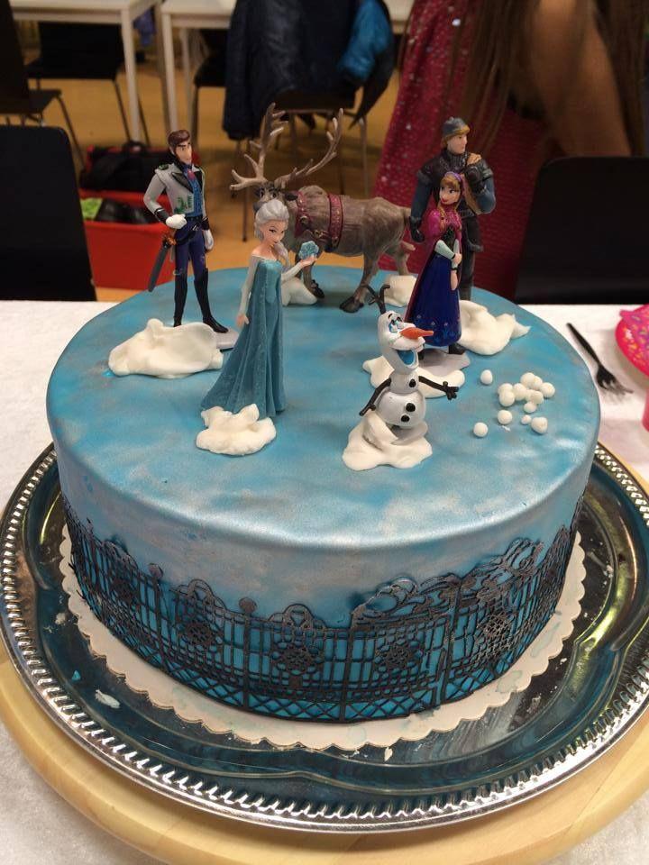 Frozen fondant cake