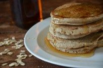 Esta receta para preparar hotcakes de avena y plátano es súper rápida y fácil de hacer, lo único que tienes que hacer es poner TODOS los ingredientes en la licuadora y listo tienes la masa lista para cocinar.  Normalmente las mañanas son complicadas porque tenemos poco tiempo para preparar el desayuno y llevar niños...Read More »