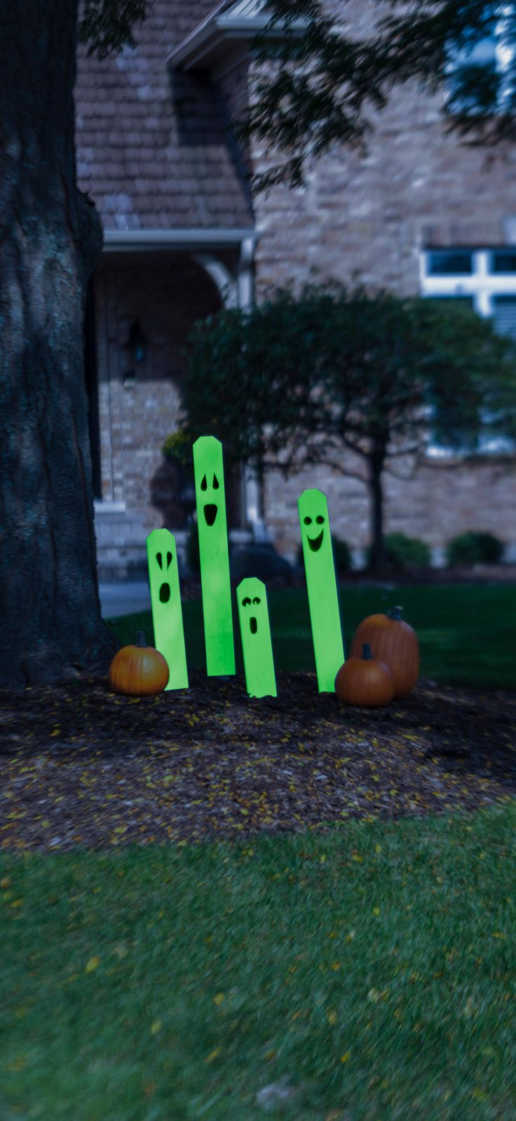 The only thing spookier than what you can't see in the dark on Halloween is what you can! Give trick or treaters a real scare with these DIY Glow-In-The-Dark Fence Post Ghosts. You can make them yourself in a few simple steps, just in time for Halloween.