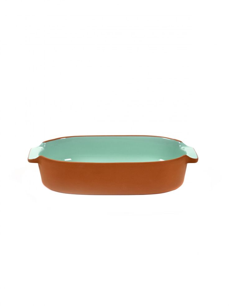 Jansen's vibrant and versatile terracotta bakeware is the latest edition to their lively collection. My Terra captures the perfect balance between design and choice materials giving this collection a distinct character.  The collection consists of a casserole, dishes, oven dishes and wine coolers. The clay is extracted from the clay pits of Portugal and manufactured by true craftsmen.