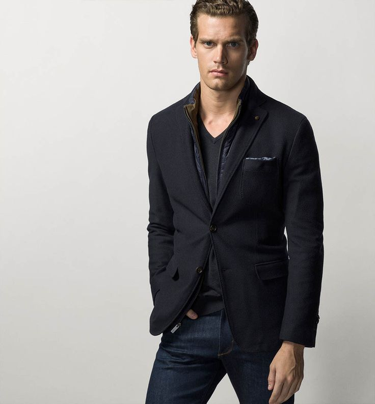 Elegant and sophisticated look with blazer and jeans. Massimo Dutti