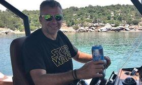 Ο καπετάν Λιάγκας οργώνει τις θάλασσες   Ο Γιώργος Λιάγκας απολαμβάνει τις βόλτες με το σκάφος του το Σαββατοκύριακο.  from Ροή http://ift.tt/2tWv0Wo Ροή
