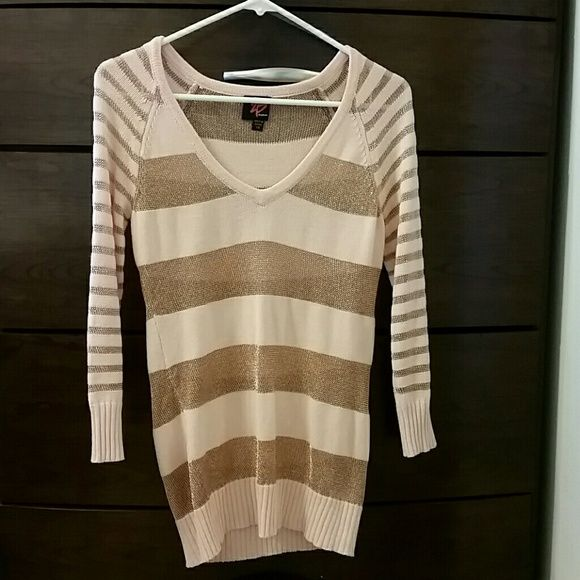 Pink & Gold long sleeve top PERFECT CONDITION very comfortable, used only once   Next business day shipping  ❓ Any questions, feel free to comment below bebe Tops Tees - Long Sleeve