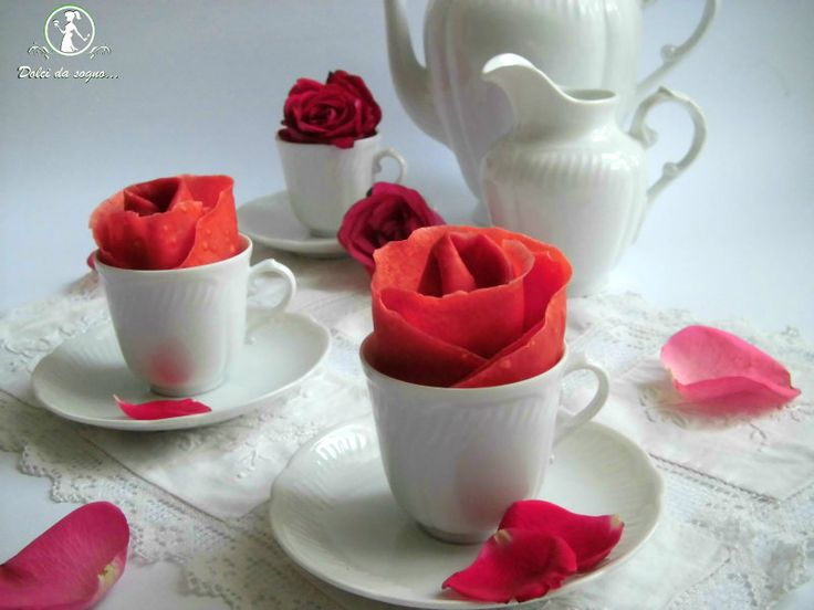 red velvet crepes   Ed ecco il risultato…Piccole rose di crepes red velvet!