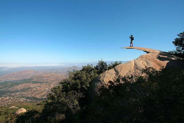 Krumpliszirom szikla néven emlegetett furcsa sziklaképződmény az Egyesült Államokban, San Diego közelében található, a Lake Poway Parkban.