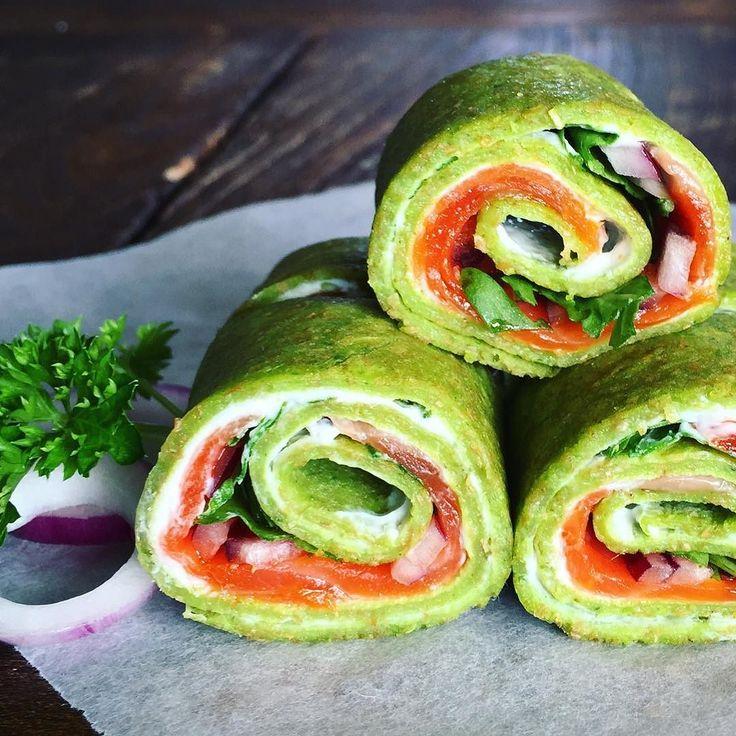 Grove spinatpannekaker med røkt laks kremost ruccola og rødløk. #wholegrain #spinachpancakes #spinach #pancakes #smokedsalmon #creamcheese #arugula #redonion #godtno #kamillenorge #xlife_no #matbloggsentralen #feedfeed @thefeedfeed #food52 #foodvsco #foodnetwork #bbcgoodfood #hautecuisine #yahoofood #gloobyfood #interiørmagasinet #vakre_mat #matogvin #brodogkorn  Oppskrift: Blend sammen to egg en liten pose spinat mel en klype salt og melk til du får en fin og glatt røre. Stek pannekaker i…