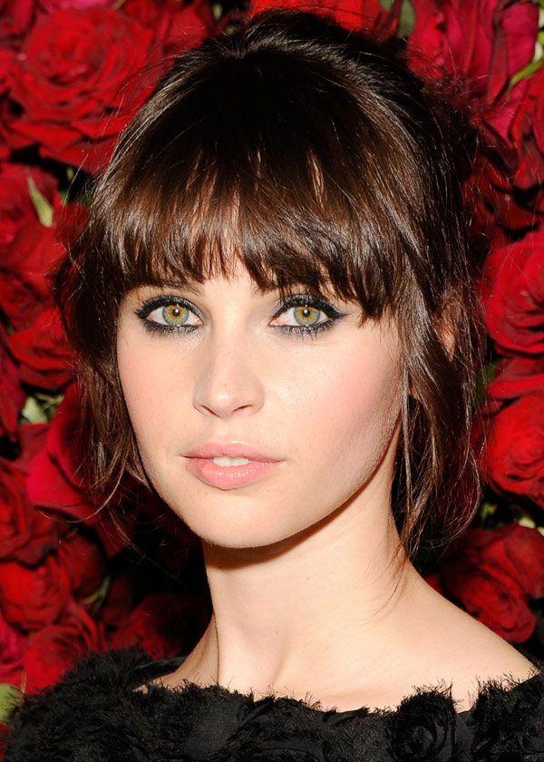 Felicity Jones, natural makeup, smokey eyes, cat eyes, soft pink lips and blush