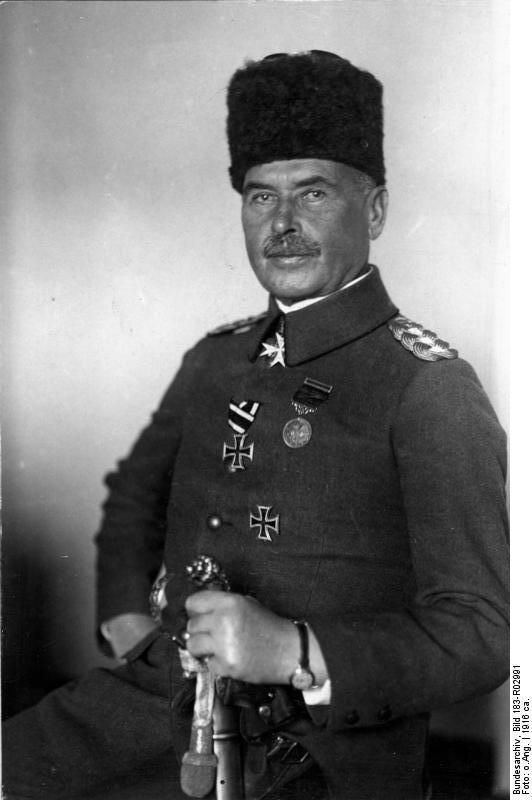 Otto Liman von Sanders, auch bekannt als Liman Pascha. Sieger der Schlacht bei Gallipoli. Hundert Jahre ist das heuer her. Und eine Verbeugung vor den tapferen Australiern und Neuseeländern, die da vom Meister-Strategen Churchill ans andere Ende der Welt geschippert wurden.