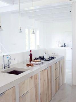 Inspiratie beeld voor een betonlook keukenblad. Prachtig die lichte kleur met eiken.. Interesse in een keuken op maat met een stone/betonlook blad? www.molitli.nl , www.betonlookdesign.nl