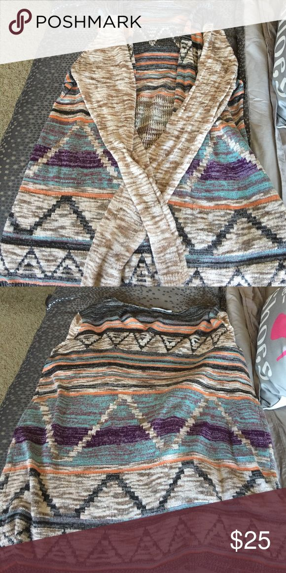 Tribal print cardigan Tribal print cardigan from Maurice's. Maurice's plus size 3. Great condition! Super cute and pretty coloring! Maurices Sweaters Cardigans