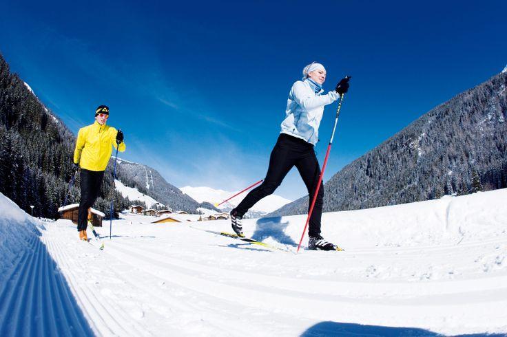 Die Langlaufloipe beginnt direkt beim Wellnesshotel Bergland.  The cross-country ski run starts directly at Wellnesshotel Bergland. #wellnesshotel #bergland #winterurlaub #rodeln #skifahren #langlaufen #skating #carving #snowboarden #gletscher #hintertux #skiurlaub #hüttengaudi #schneeschuhwandern #winterwandern #schnee #zillertal