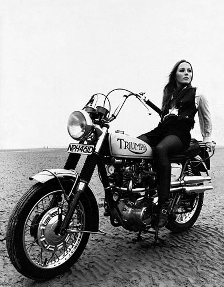 70's Triumph, great black & white shot / More bikes? Visit Vintage Cruising   #Triumph #vintagecruising #motorcycles