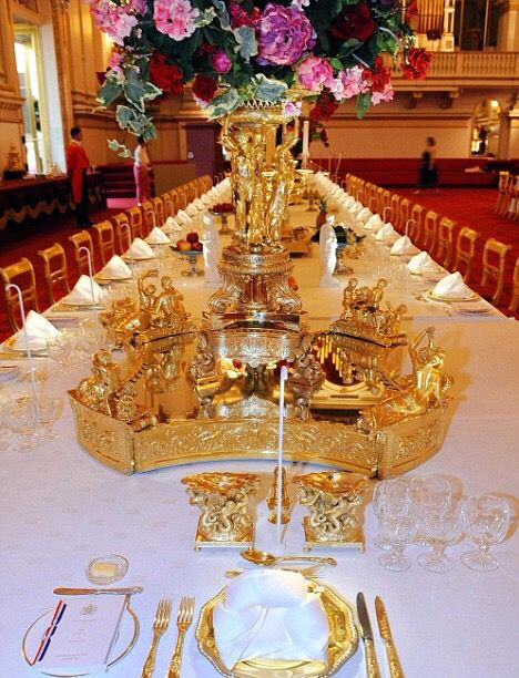 All that glitters is gold. Royal TableElegant Table SettingsDining ... & 11 best royal table settings images on Pinterest | British royals ...