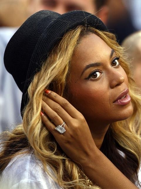 Beyonce wears her 18-carat emerald cut diamond engagement ring by Lorraine Schwartz. Clive Brunskill/Getty Images