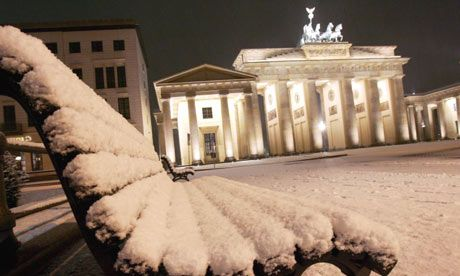 Because in winter all looks so white but not cold. Brandenburger Tor in Snow at Night #berlin