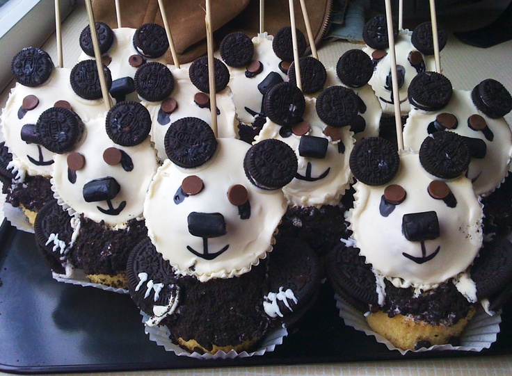 The panda cupcakes that went with the chocolate malteser cake as birthday party takeaways