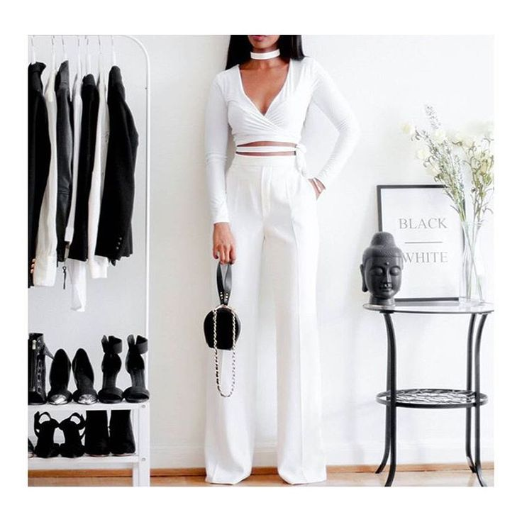 """Total White via @luxuryapproach ©femmeblk"""