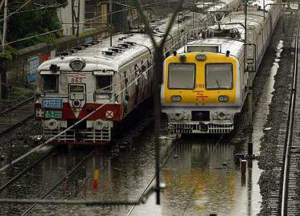 Monsoon 2015: #Heavyrain in #Mumbai throws life out of gear -
