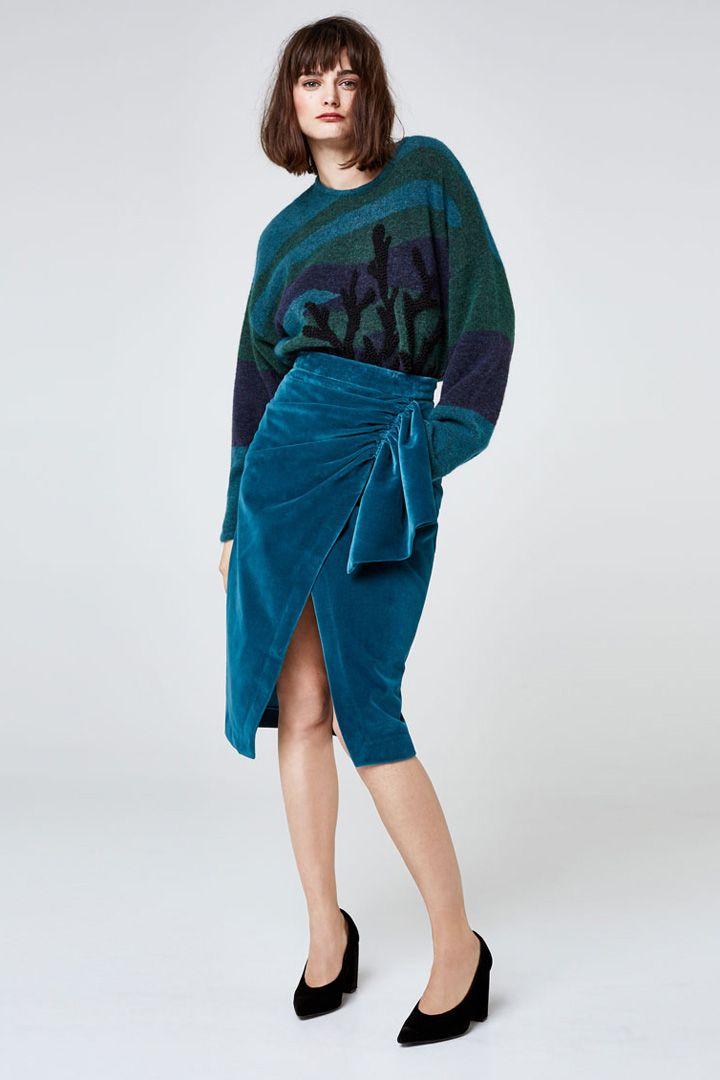 Las faldas midi son una solución perfecta para cuando queremos ir arregladas. En esta época de fiestas son una apuesta segura con la que destacarás.