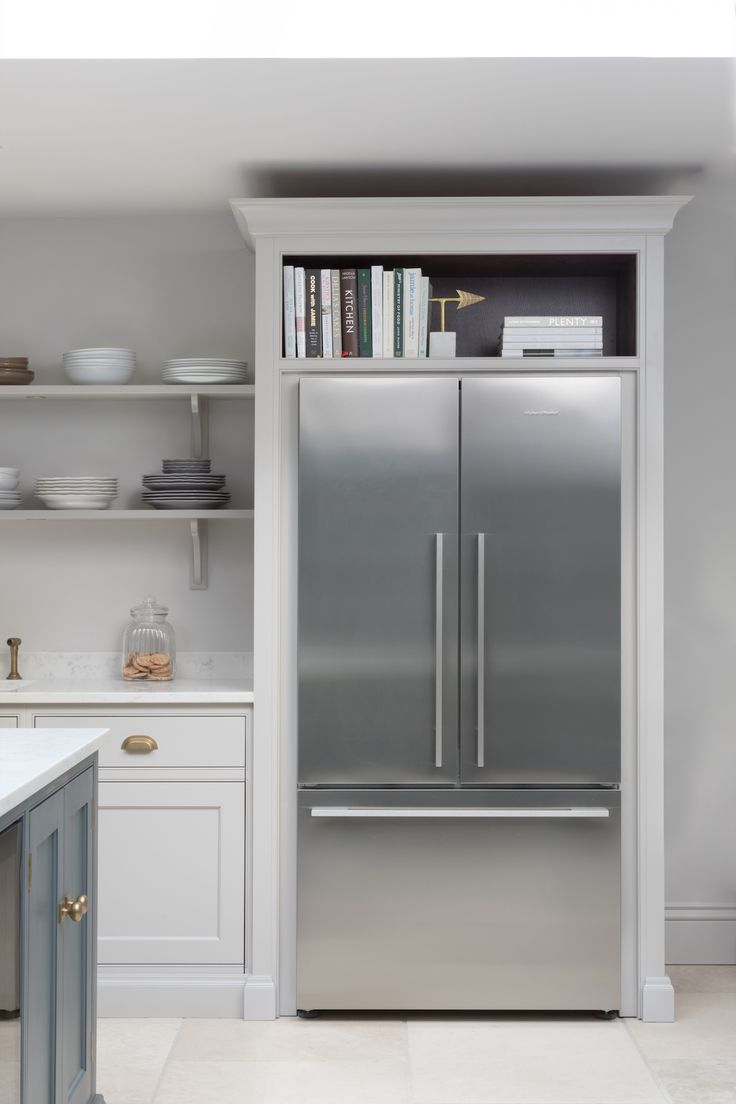 The Fisher & Paykel fridge freezer has Nickleby cabinetry surrounding it with space above for storing cookbooks but there is also another under-counter fridge in the island for additional cold food storage. #humphreymunson
