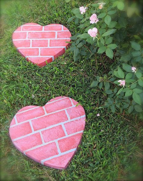 fun homemade stepping stones, diy home crafts, outdoor living, Painted hear stepping stone