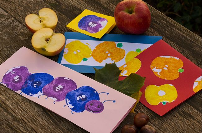 Macht viel Spaß und sieht toll aus: Kunterbunter Apfel-Druck!  Aus einem einfachen Apfel wird im Handumdrehen ein toller Stempel. So hast du schnell ein paar hübsche Motive gedruckt! Das geht ganz schnell und man mag gar nicht mehr aufhören!
