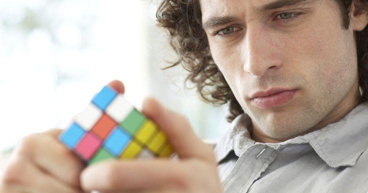 Cómo hacer que un cubo de Rubik gire más rápido. Al resolver un cubo de Rubik, puedes aprender todo tipo de técnicas para incrementar tu velocidad de juego. Una manera es aprender algoritmos. Sin embargo, los algoritmos no afectarán la velocidad a la cual las secciones del cubo giran. Después de que juegas con el cubo durante semanas, se moverán de manera natural. Si, después de esto, sigues ...