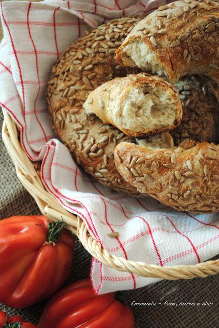 Ciambelle di pane al latte con semi di girasole