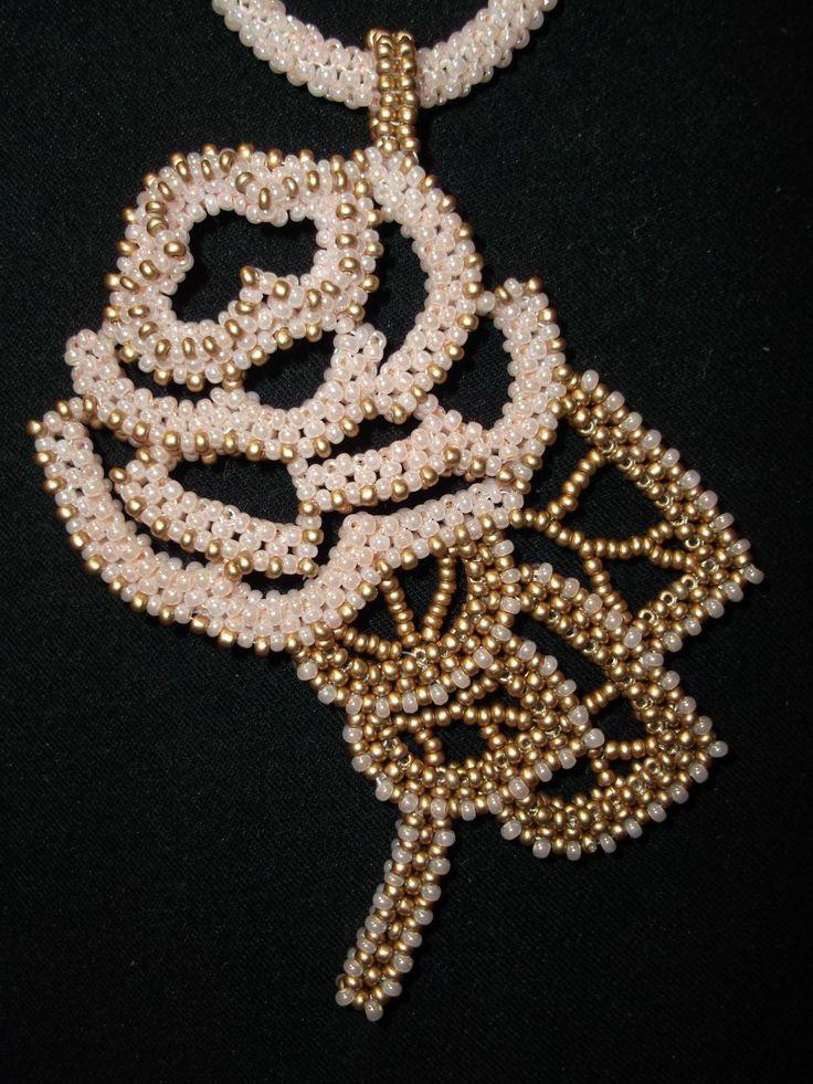 """Кулон """"Роза с мороза""""   biser.info - всё о бисере и бисерном творчестве"""