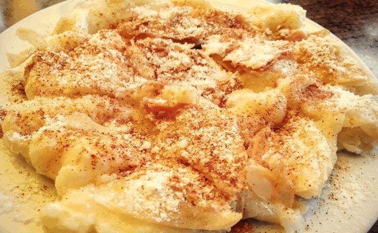 Hμπουγάτσα η Κρητικιά έχει πολύ κρέμα και λίγα φύλλα…..όπως επίσης στο ζαχάρωμα δεν πέφτει μόνο άχνη αλλά και λίγηΚρυσταλλική..έτσι για το κράτς στο δόντι..!  1 πακέτο φύλλα Κρούστας 1½ λίτρο φρέσκο γάλα 200 γραμμ. σιμιγδάλι ψιλό 3 κ.σ. βούτυρο 1 φλ. ζάχαρη 2 βανίλιες ή ένα στικ φρέσκιας βανίλιας 1 πρέζα αλάτι βούτυρο λιωμένο
