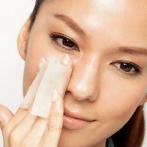 Anda seringkali sudah mencoba berbagai produk perawatan wajah namun belum mendapatkan hasil yang diinginkan. Coba Tips Alami Merawat Kulit Wajah Berminyak.