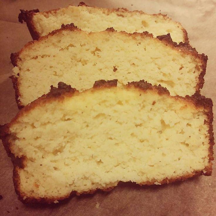 Bakade en limekaka ikväll. Använde @56kilo.se recept på citronkaka och gjorde lite ändringar.  tyvärr glömde jag smörja formen ordentligt så kakan fastnade och bitarna blev inte vackra. Men gott blev det!  #56kilo #limecake #limekaka #foodporn #lc #lchf #liberallchf #lowcarb #lchftjejer #lavcarbo #lowcarblifestyle #lowcarbhighfat #sugarfree #sockerfritt #glutenfree #glutenfritt #lowcarbgirl #crazycatlady #lågkolhydratkost #paleo by crazycatladygoeslchf