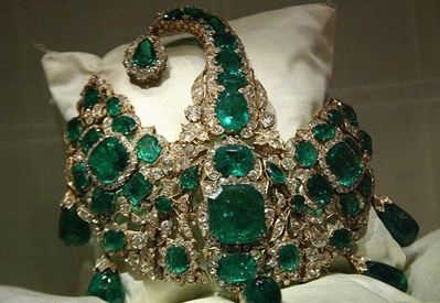 The jewels of the Nizams of Hyderabad are the richest and largest collections of Princes in India put together! (The collection of jewels is one of the most expensive in the world). The Jewels belonging to the Royal family of Hyderabad is a fantastic collection of ornaments, loose precious stones, especially emeralds and amazing artifacts.