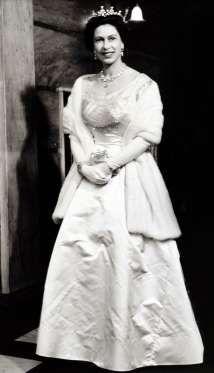 Свадьба принцессы Елизаветы и лейтенанта Филиппа Маунтбаттена состоялась 20 ноября 1947 года. На тор... - Предоставлено: Аргументы и Факты