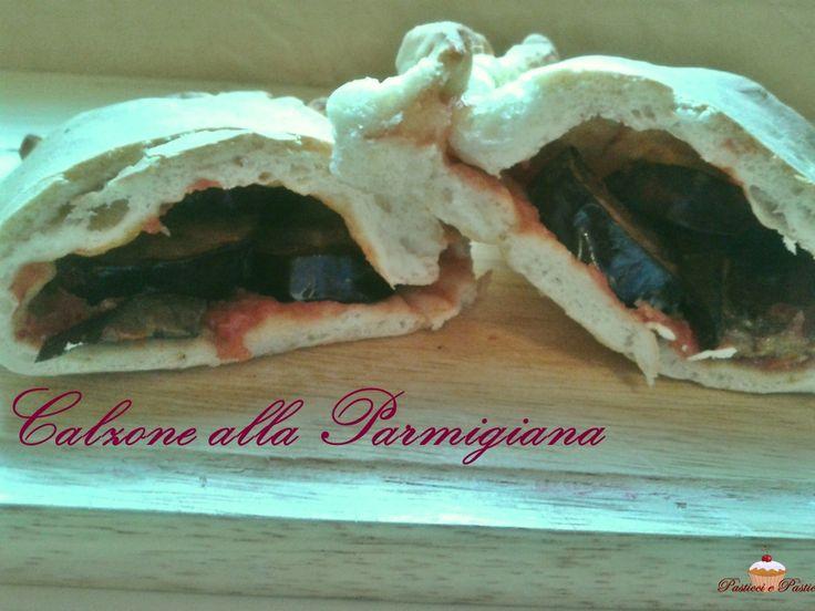 Deliziosa ricetta delCalzone alla Parmigiana, molto sfiziosa e semplice. Se preparata in anticipo risulterà ancora più buona. Non vi resta che provare