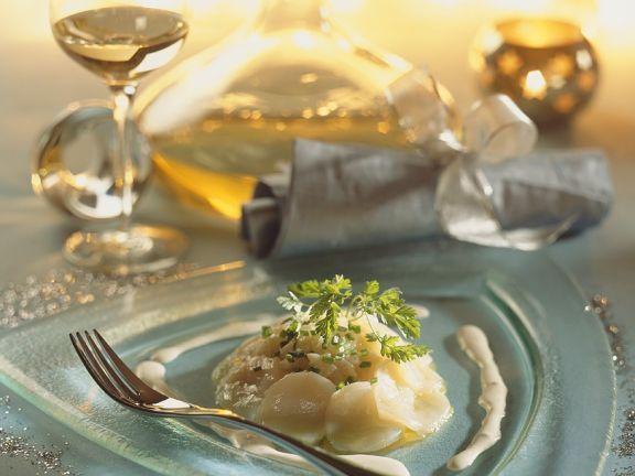 Jakobsmuscheln mit Zitronenvinaigrette ist ein Rezept mit frischen Zutaten aus der Kategorie Muscheln. Probieren Sie dieses und weitere Rezepte von EAT SMARTER!