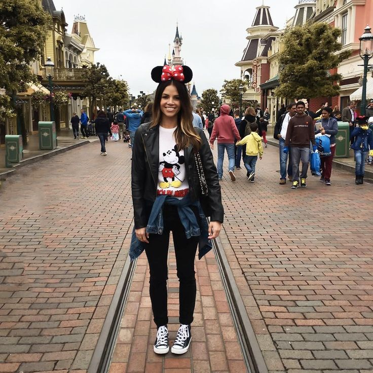 Tiffany from @blogcalledjacq proves you don't have to sacrifice French-girl style while running around Disneyland Paris. #refinery29 http://www.refinery29.com/disney-world-outfits#slide-5